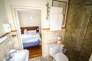 Hotel 1 bathroom