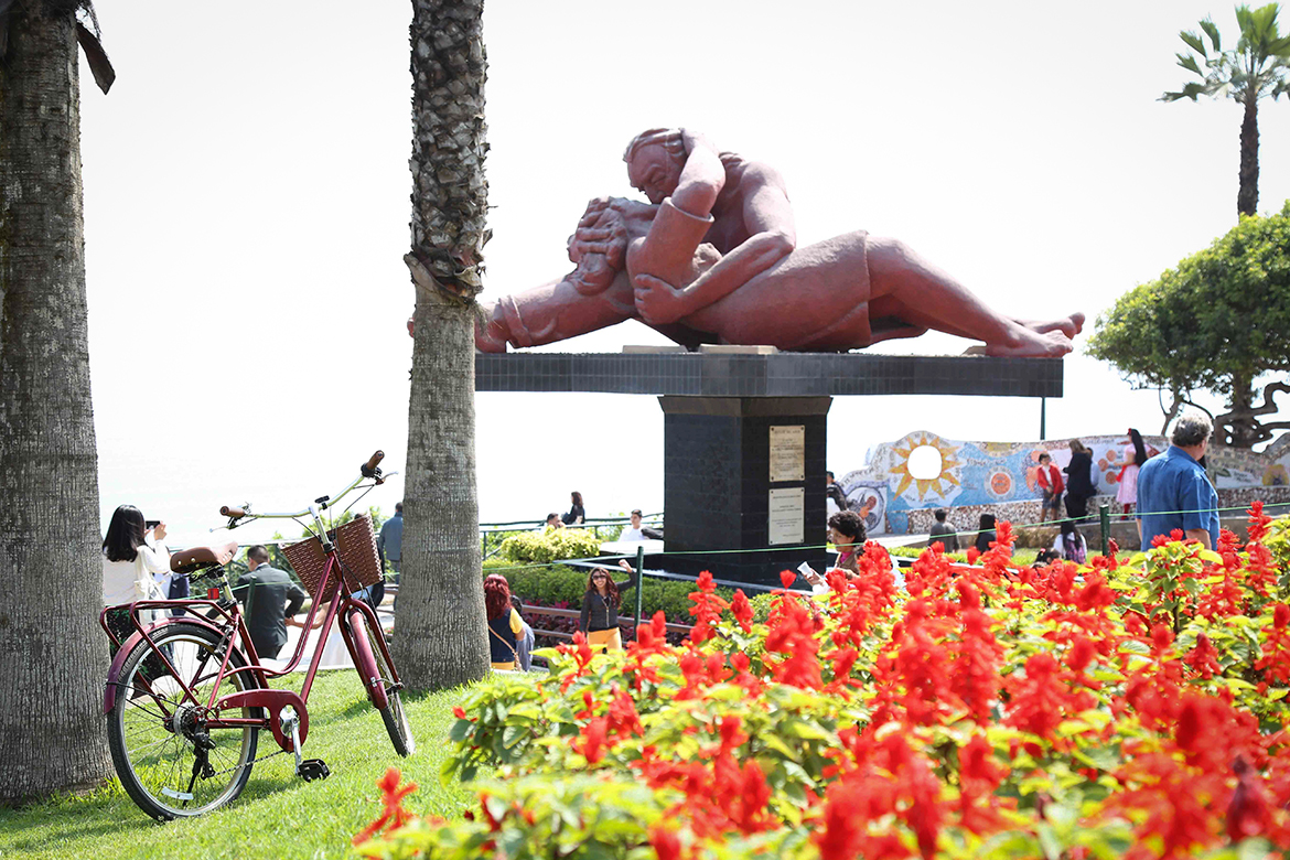 Parque del Amor in Lima with white overcast sky