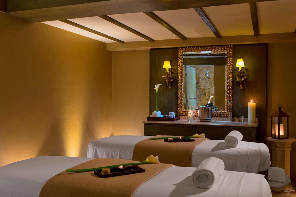 Warm hues makes Palacio del Inka's couples massage room perfectly relaxing for a honeymoon treat.